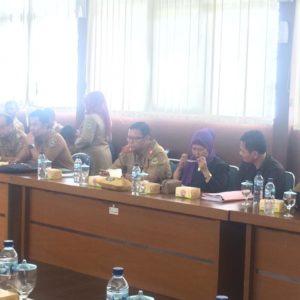 Kadis KUK Jabar mendampingi Pansus II DPRD Jabar membahas Raperda tentang Pasar Pusat Distribusi